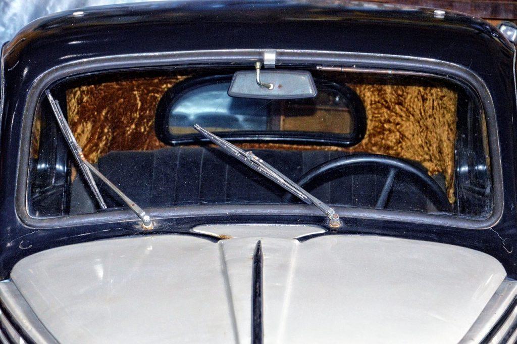 car-front-1711880_1280