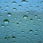 車の曇り止め!内側からできる対策は?洗剤が効くって本当?