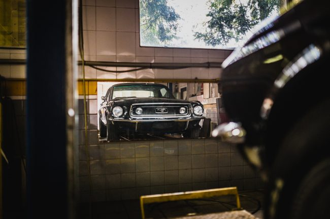 mustang-garage-mirror-black-car