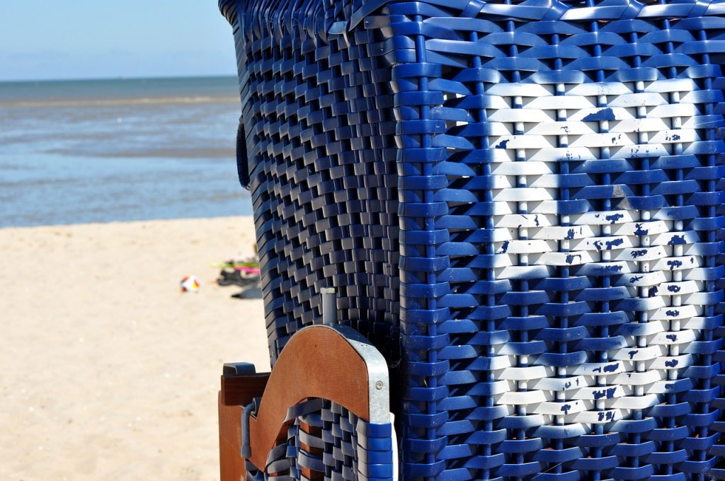 beach-chair-1550051_1280