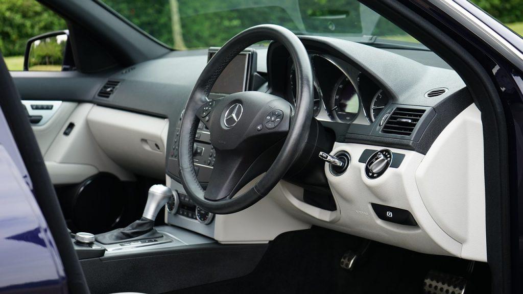 car-1535028_1280