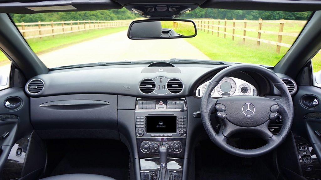 car-1744903_1280