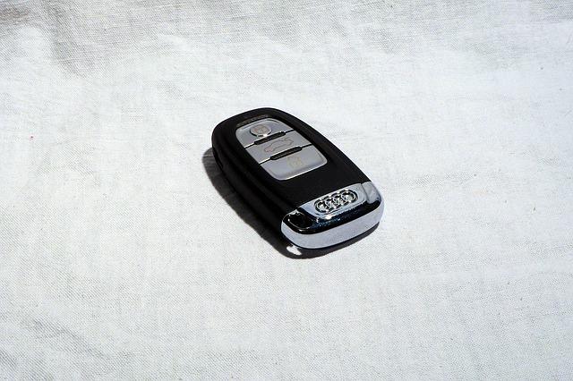 car-keys-1051695_640