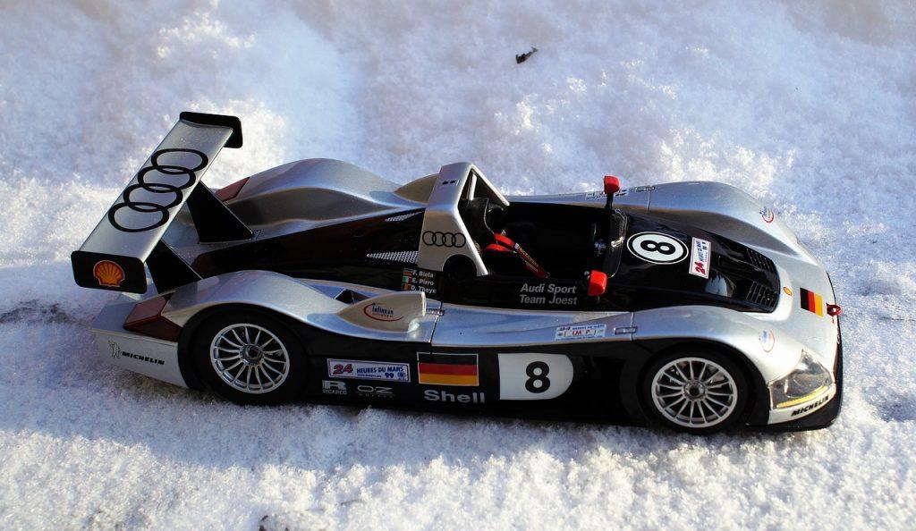 model-car-1995059_1280
