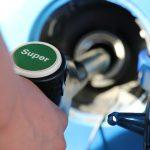 車の燃費の平均は?悪くなる行為と良くする5つの方法とは?