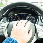 車のクラクションでトラブルになる?法律違反になる場合とは?【道交法】