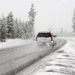 車で雪道を走行!運転のポイントと必要な装備・対策とは?