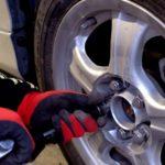 タイヤのボルトが折れた!修理の費用や期間はどれくらいかかるの?